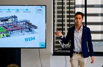 Photo of Alejandro Ruiz presenting during class